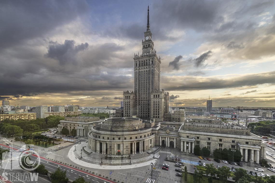 Fotografia wnętrz komercyjnych, zdjęcia biura zlokalizowanego w Warszawie, zdjęcie Pałacu Kultury i nauki widocznego z okien biura.