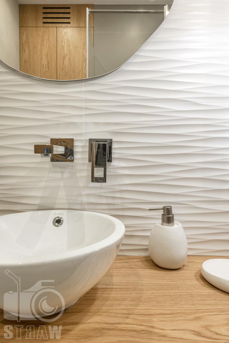 Fotografia wnętrz dla projektanta, zdjęcie kafli i detali w łazience.