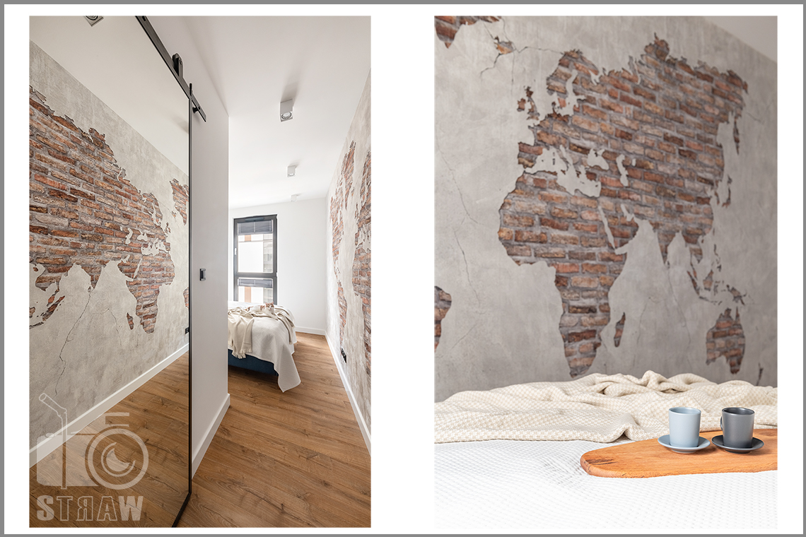 Fotografia wnętrz dla projektantów i architektów, sypialnia i ceglana mapa na ścianie.