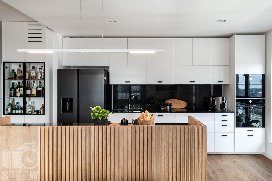 Fotografia wnętrz dla projektantów i architektów, wyspa kuchenna i zabudowa.
